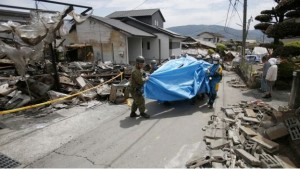 Kumamoto earthquake images, from Koji Ueda/AP via BBC
