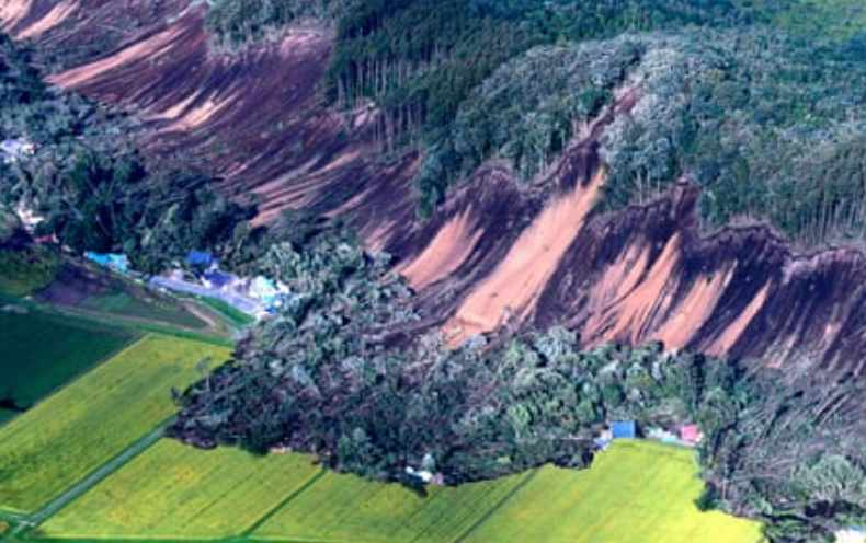hokkaido-earthquake-landslide (image from the Guardian)