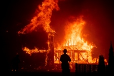 Camp wildfire California, photo from AP by Noah Berger